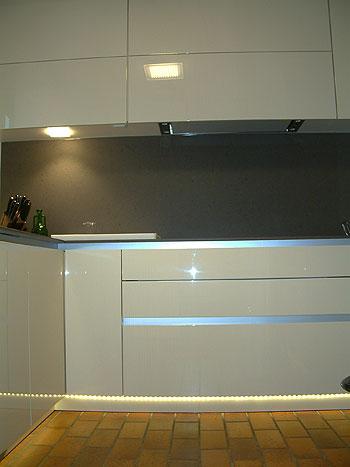 Fantastisch Led Küche Sockel Leuchtet Uk Fotos - Kicthen Dekorideen ...